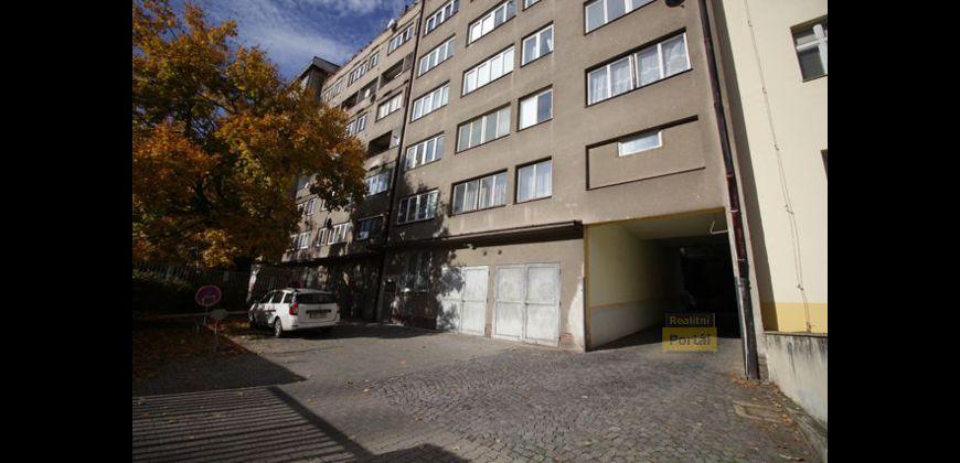 Prodej bytu 1+kk, 31,5m2, P10 - Vršovice, OV, parkovácí místo