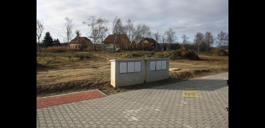 Prodej stavebního pozemku 850m2, Praha 5 - Sobín, kompletně zasíťovaný